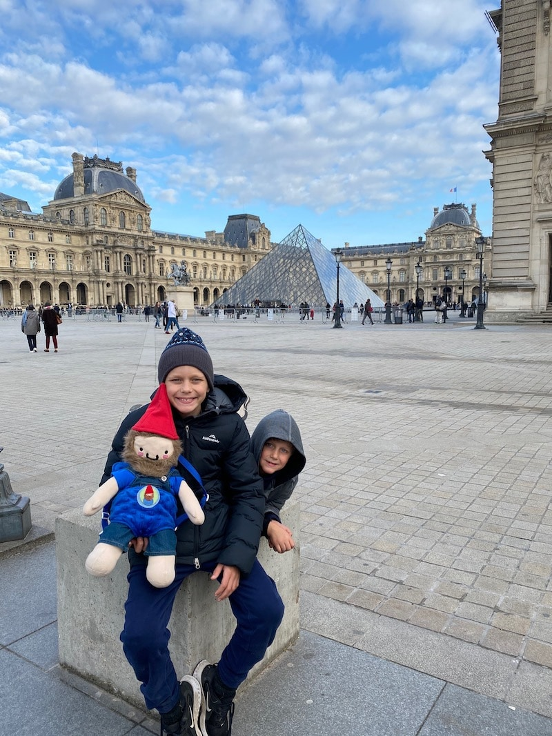 ting to the louvre in paris with kids