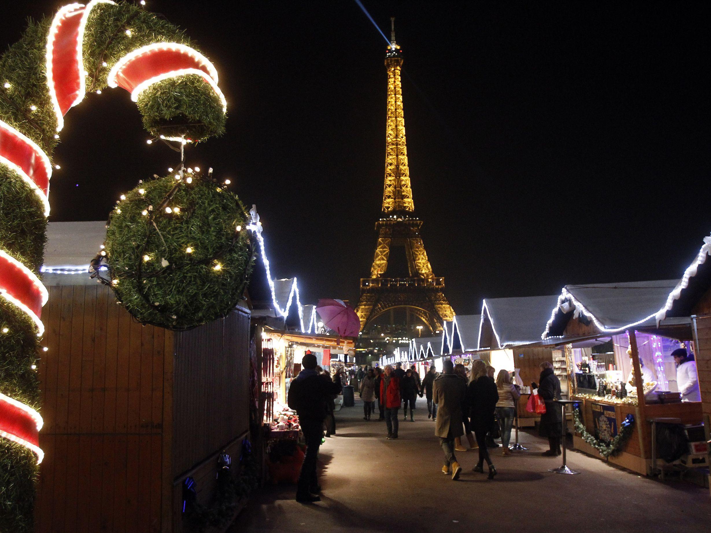 trocadero christmasmarket chesnot tyimages 56a404ab5f9b58b7d0d4f3aa