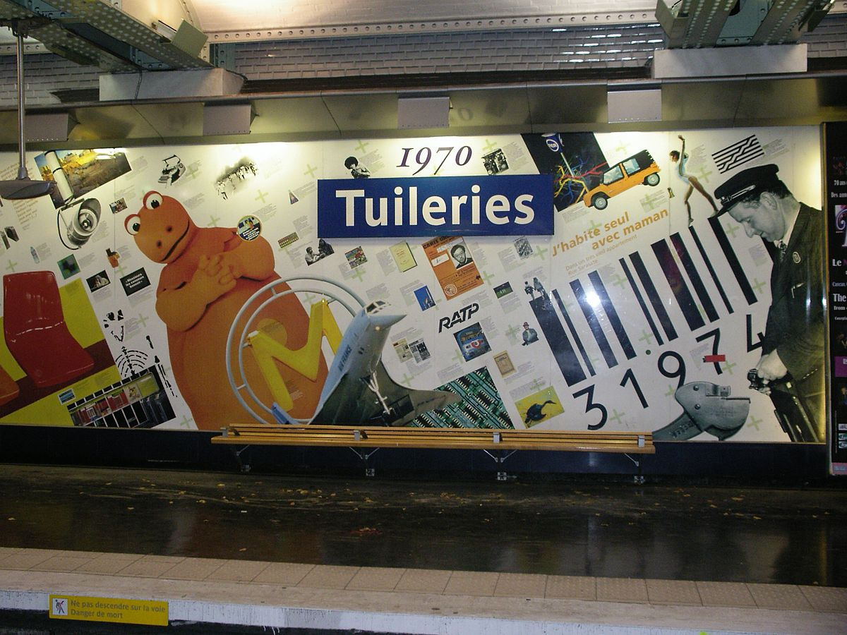 1200px Metro tuileries5