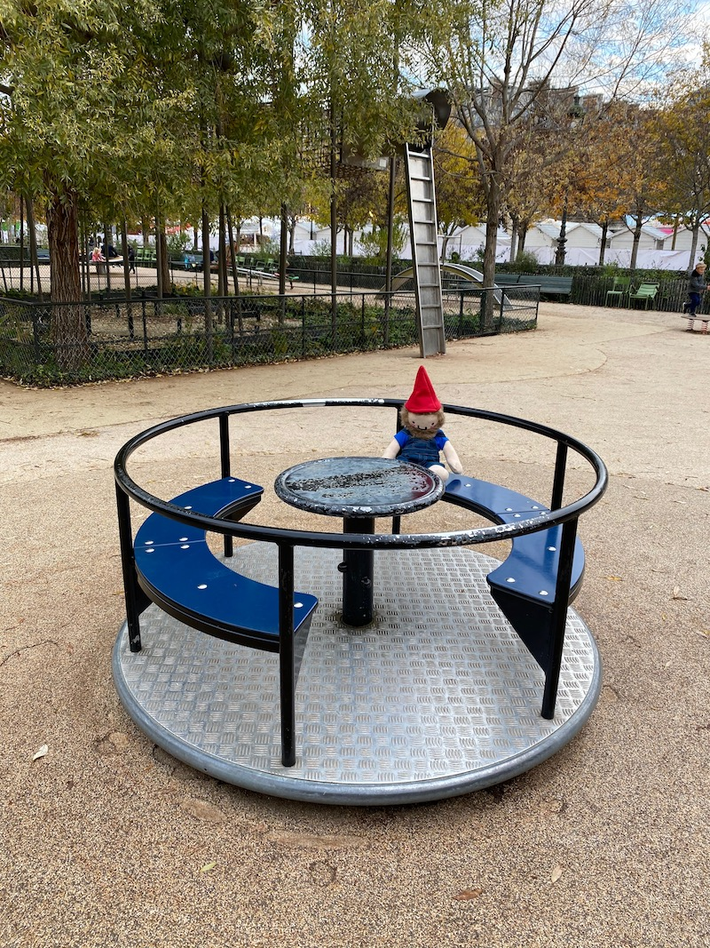 jardin des tuileries paris playground merry go round pic