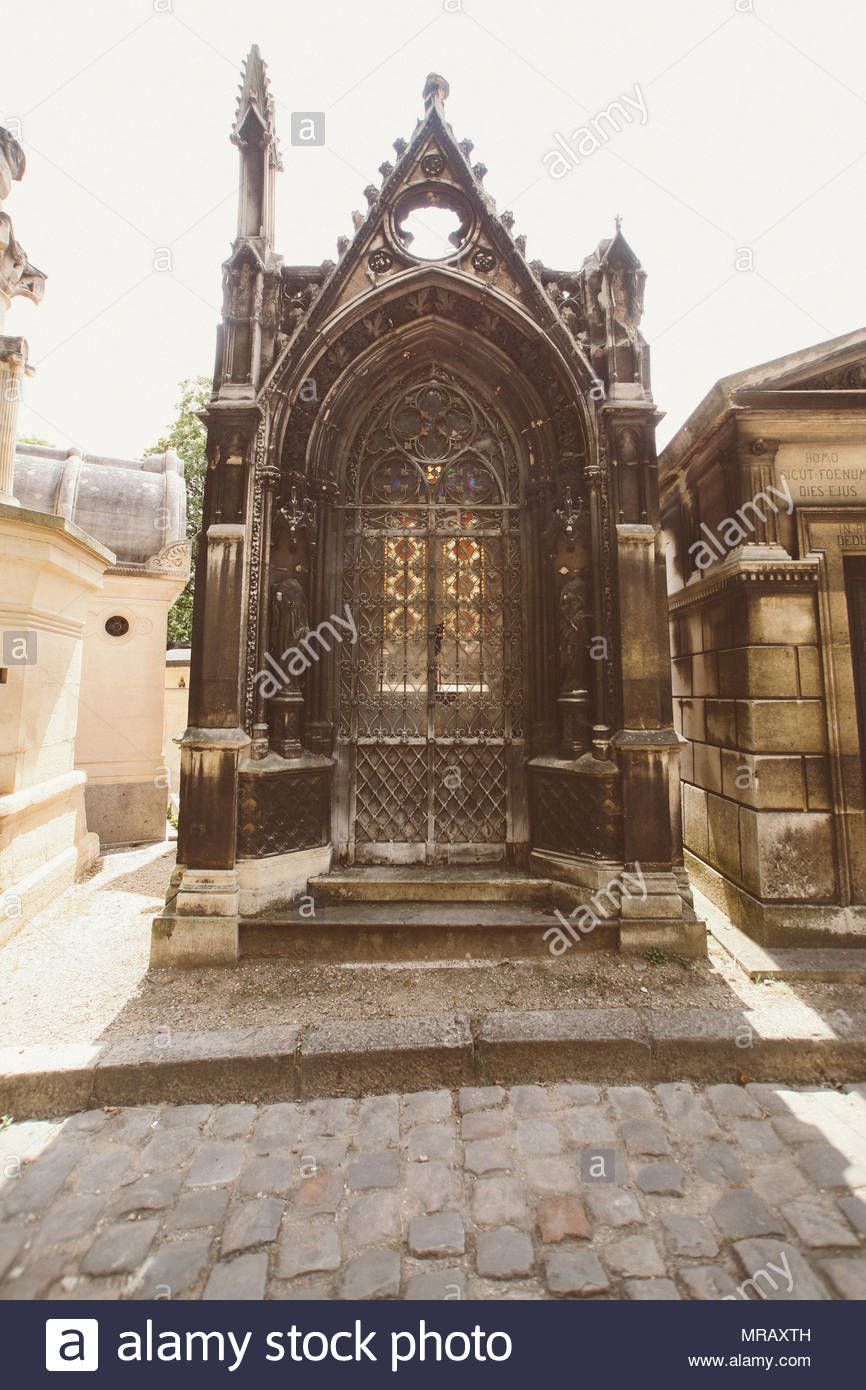 pere lachaise cemetery MRAXTH