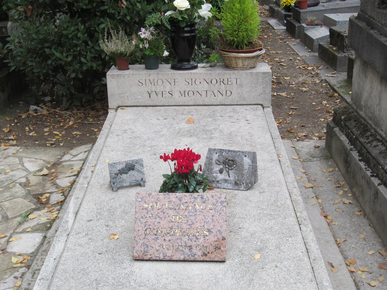 tombe d yves montand