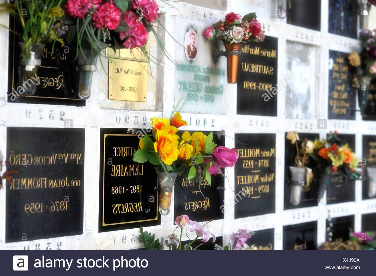 urn graves cimetire du pre lachaise cemetery paris france europe publicground X4J90A