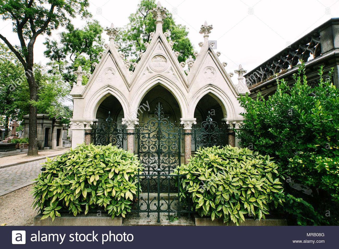 pere lachaise cemetery MRB08G