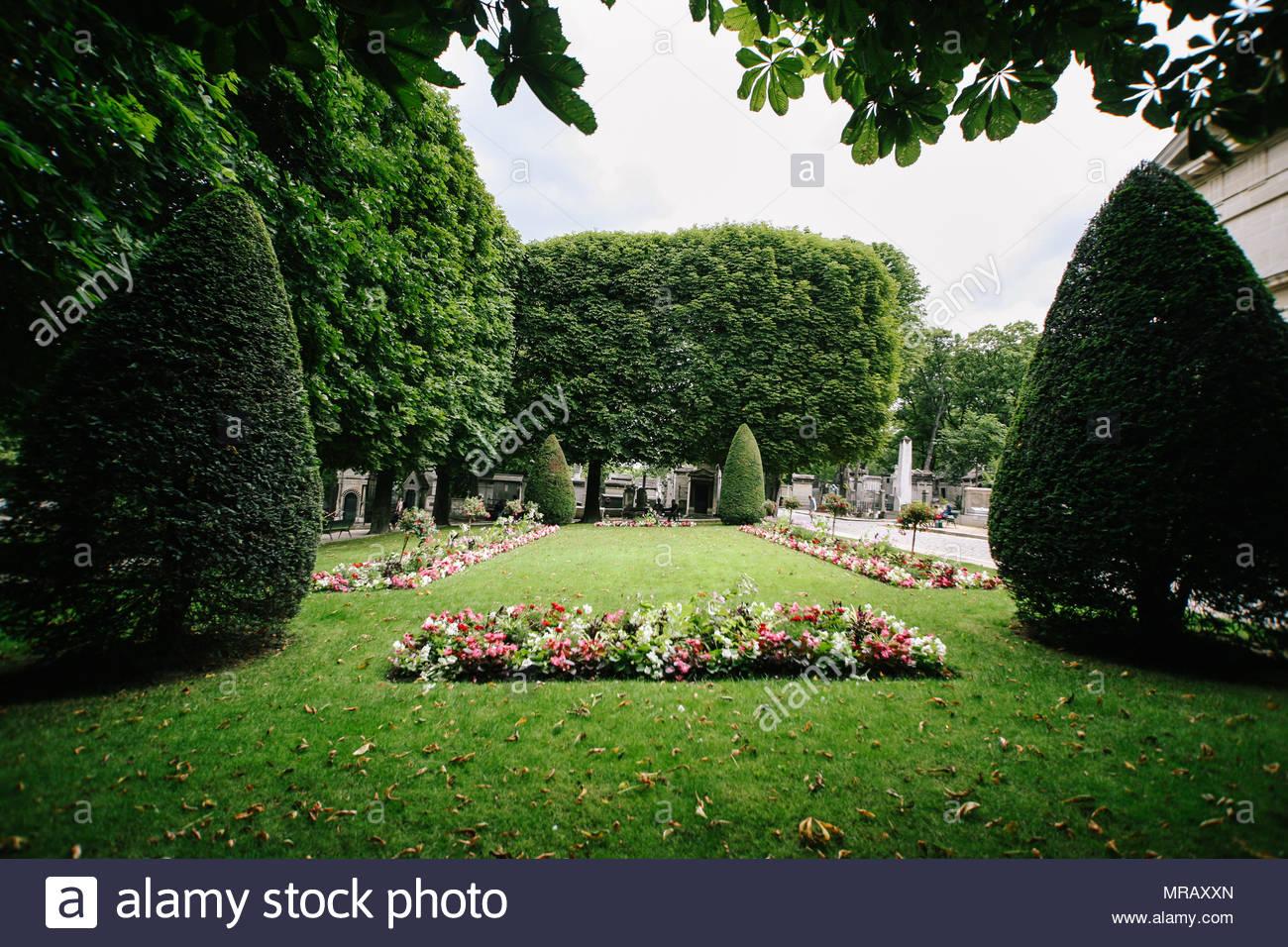 pere lachaise cemetery MRAXXN