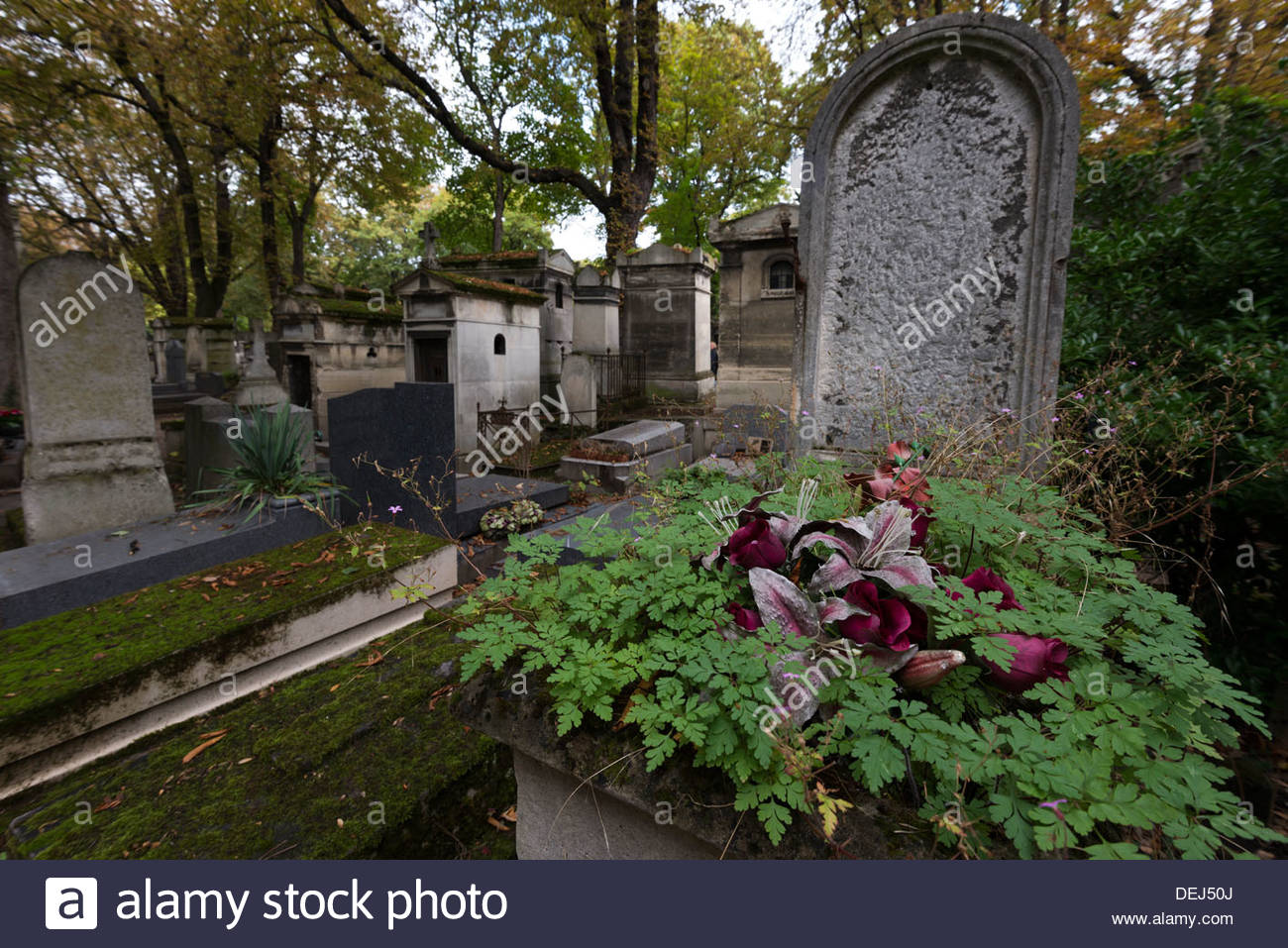 graves and crypts in the pre lachaise cemetery paris france DEJ50J