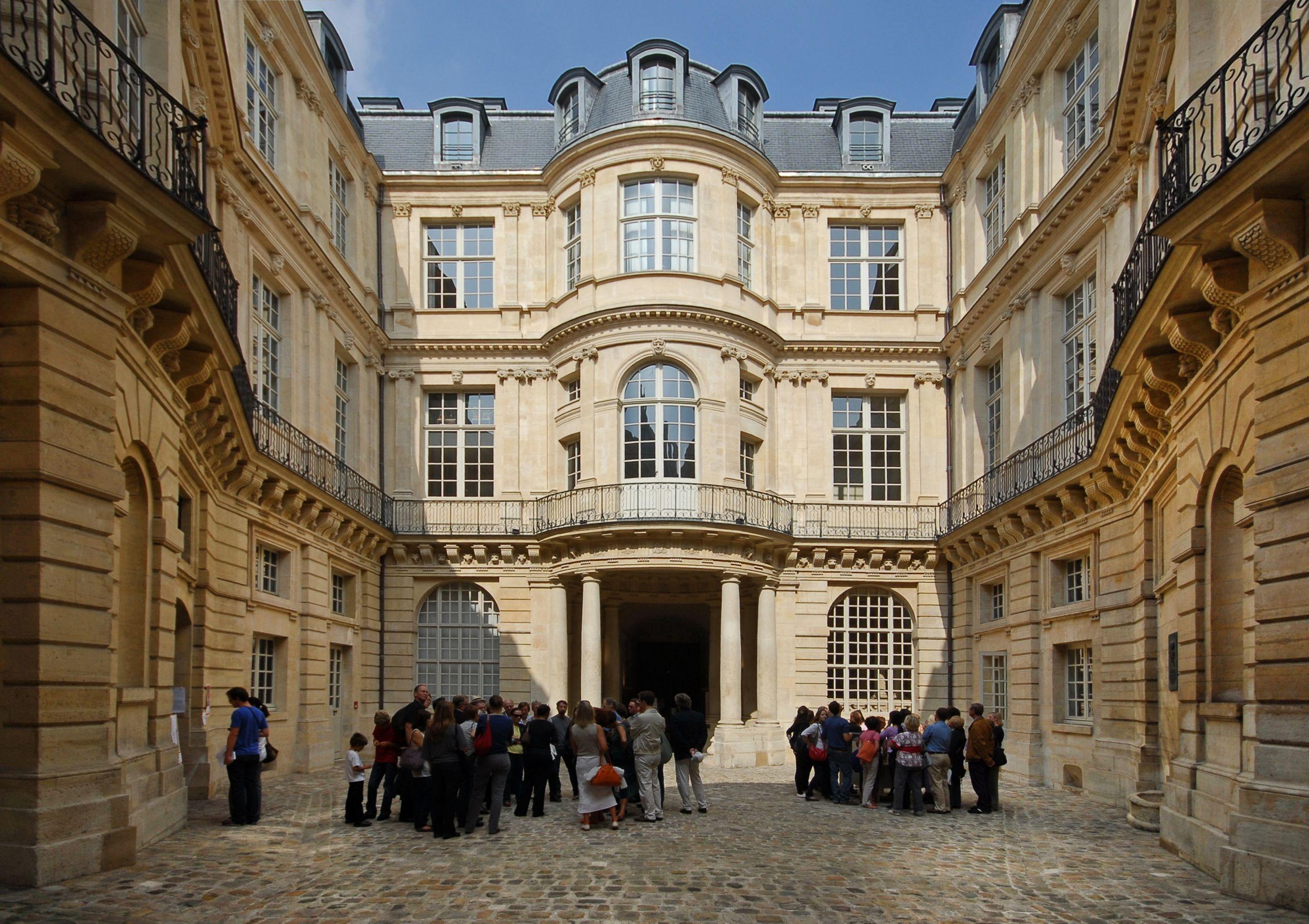 Hôtel de Beauvais cour intérieure