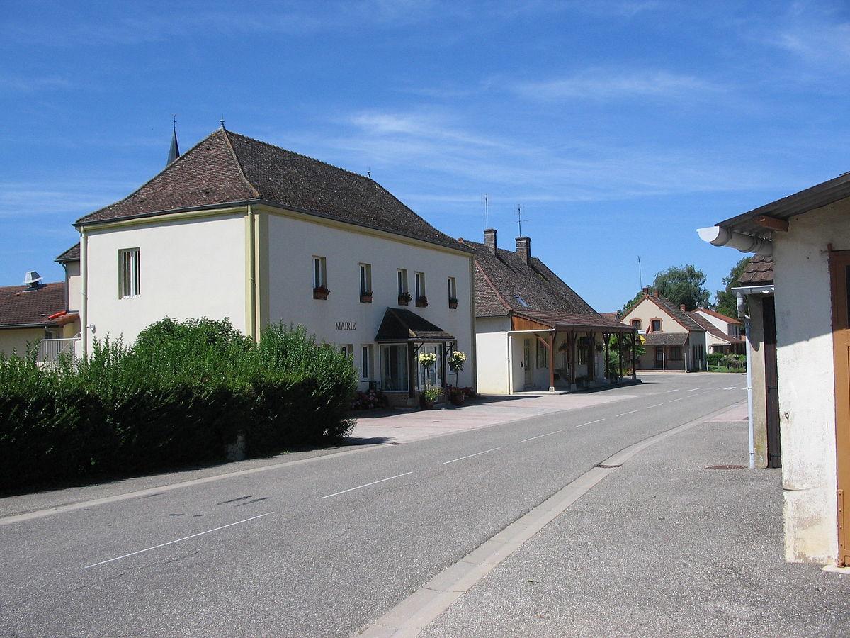 1200px Mairie montret 2012 JPG