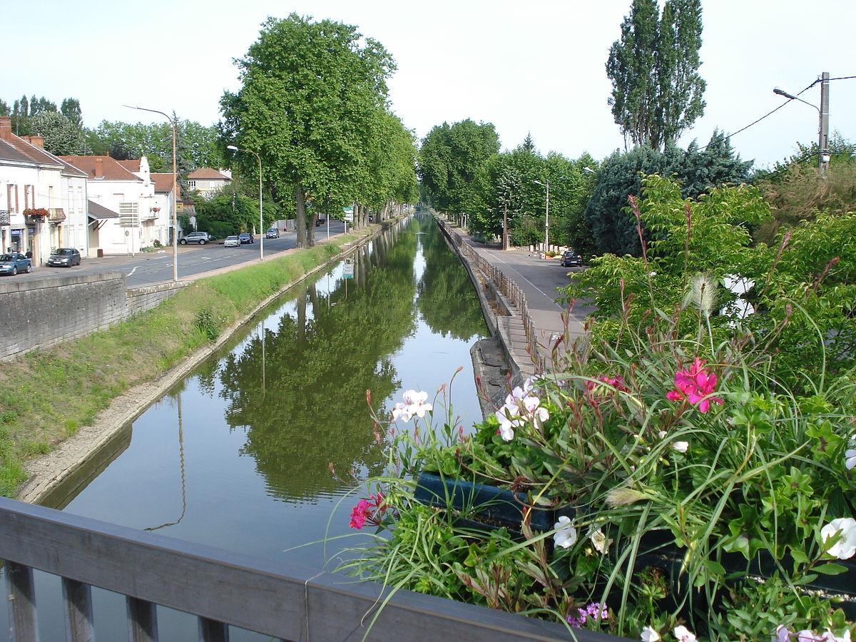 1200px Canal du centre à Paray le Monial JPG