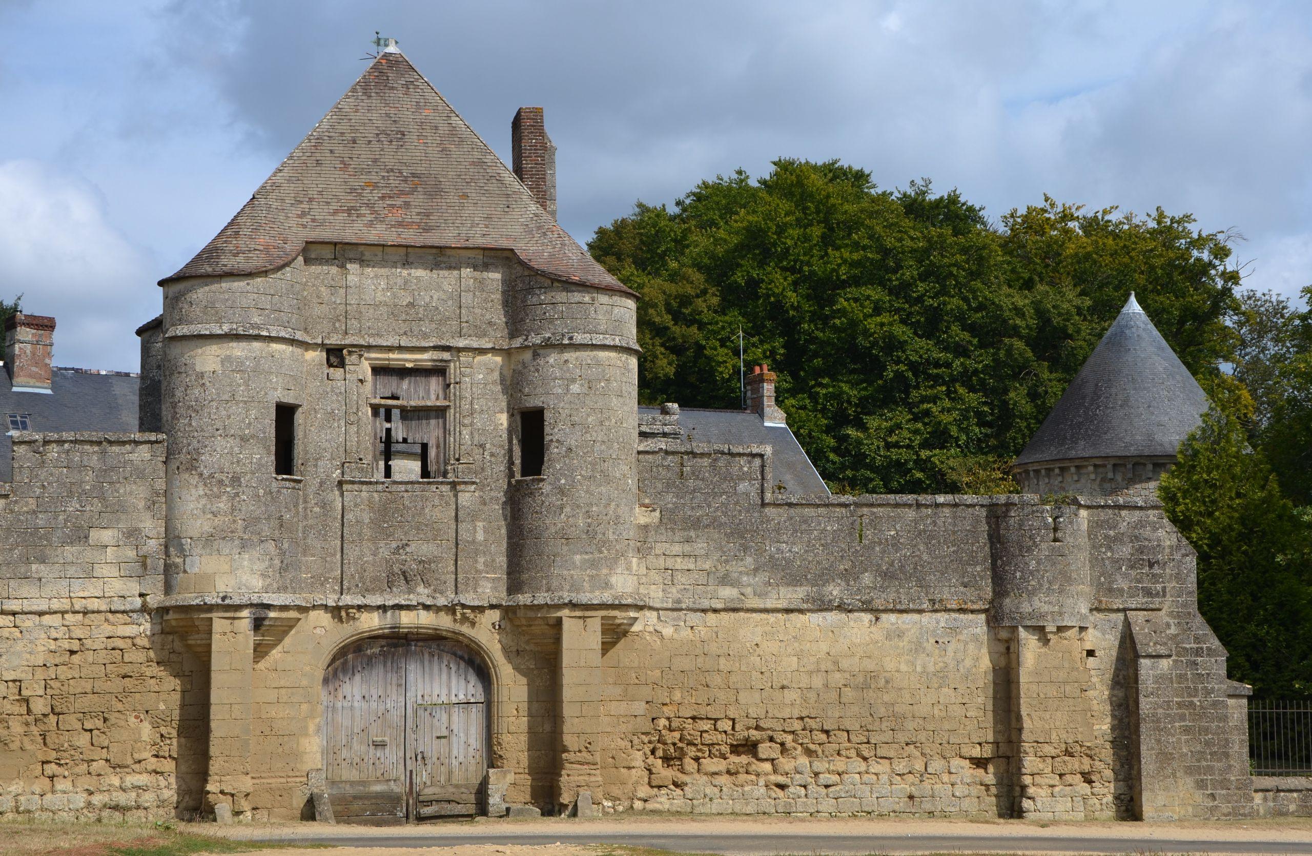 2012 DSC 0248 enceinte fortifiée du Château de Noüe à Villers Cotterets