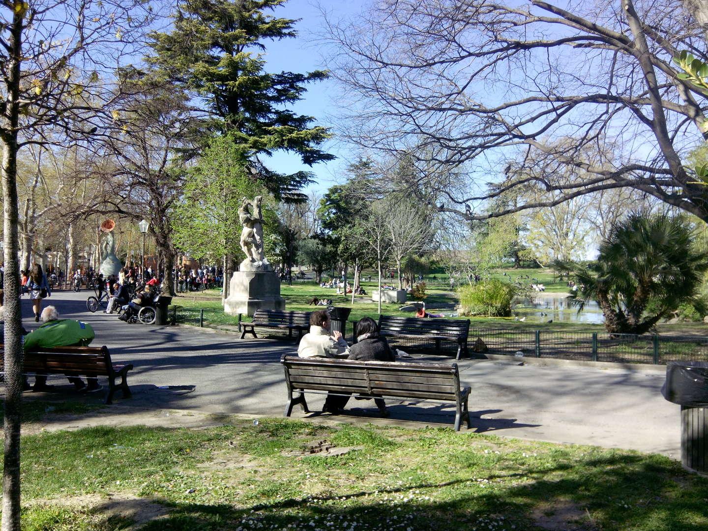 Jardin du Champ de Mars banc esplanade Charles de Gaulle free format