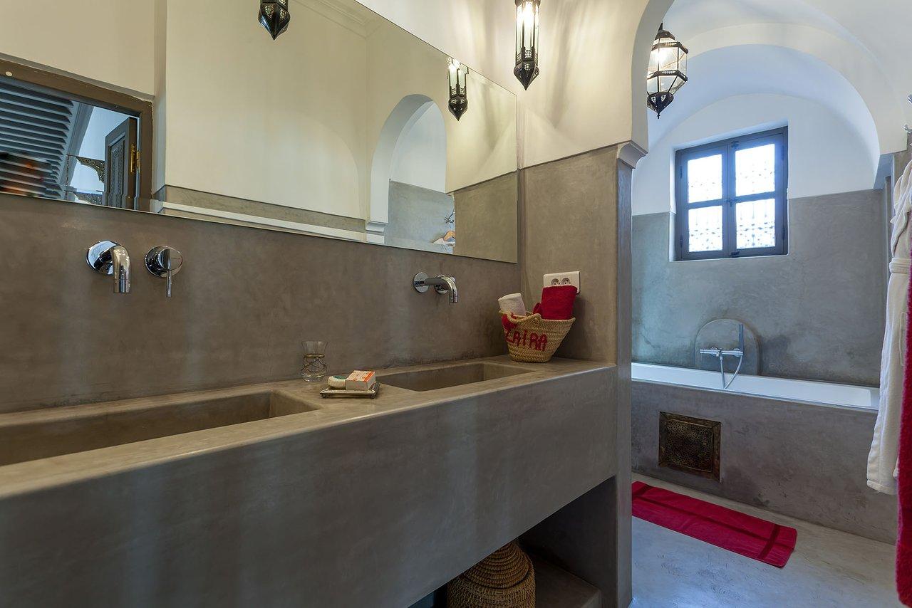 zaira bathroom