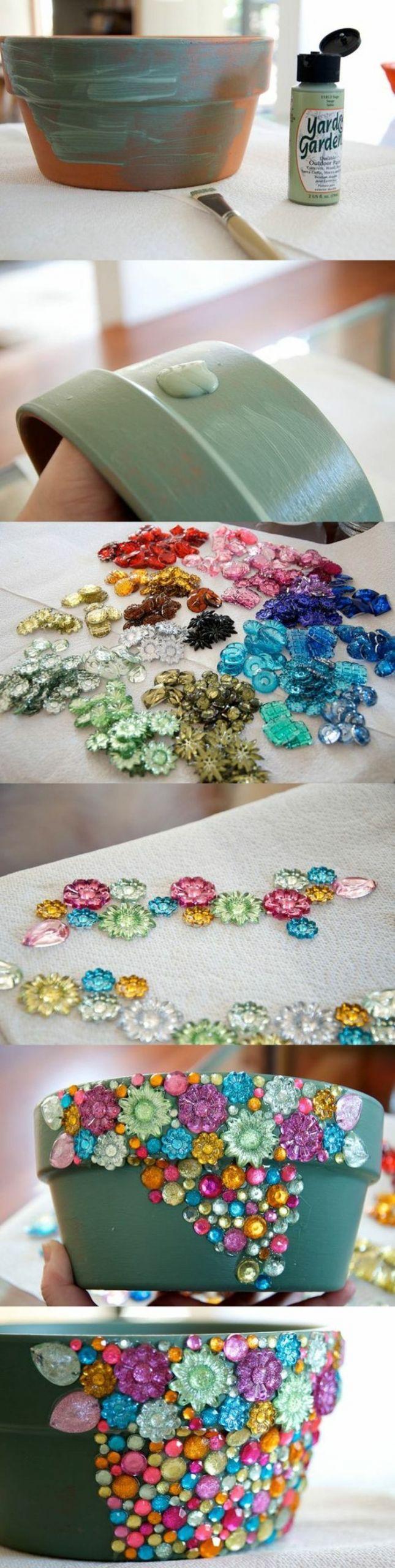 decoration exterieur de jardin pot C3 A0 fleur c C3 A9ramique peint en vert ornements cristaux mosaique multicolore e