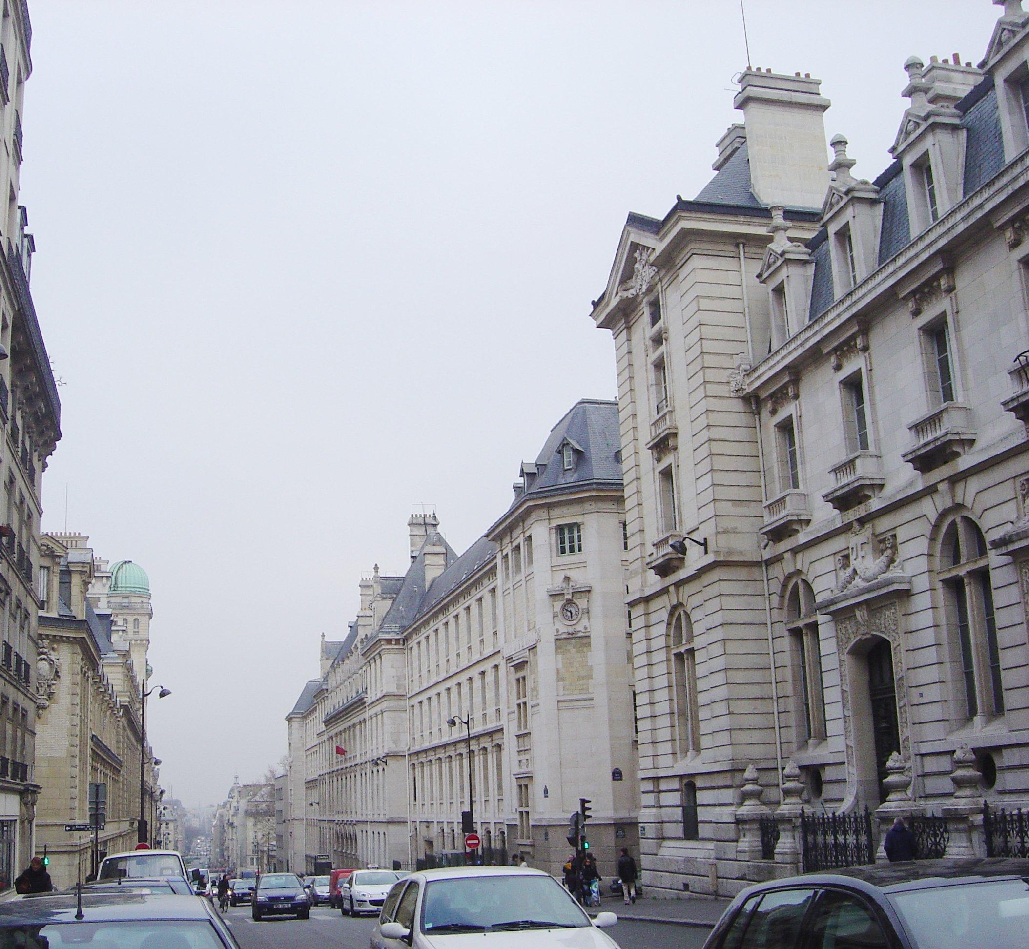 Salon De Jardin Truffaut Luxe Meher Marfatia Street that Brought Home Paris Worldnews