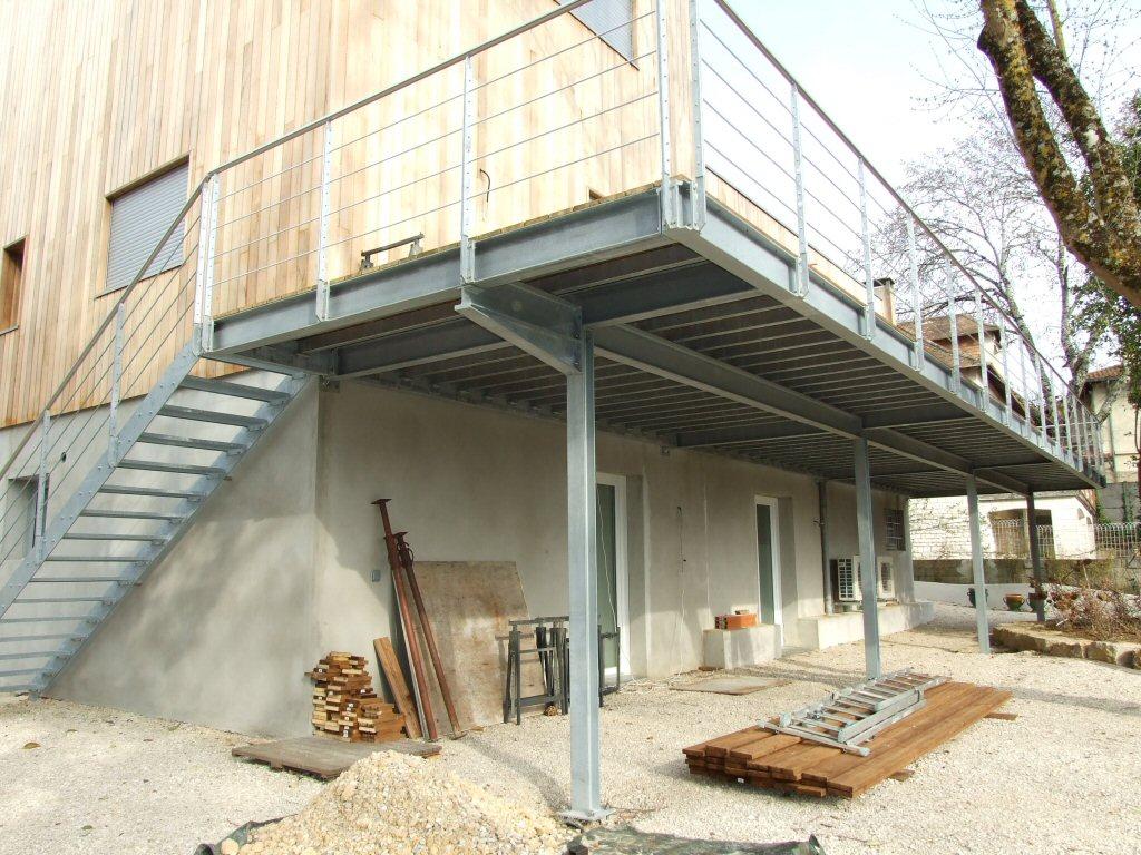terrasse sur pilotis en acier galvanise 1