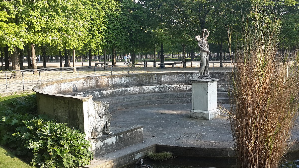 1200px François Barois Vénus callipyge Rectangular south basin of the Jardin des Tuileries Paris 2