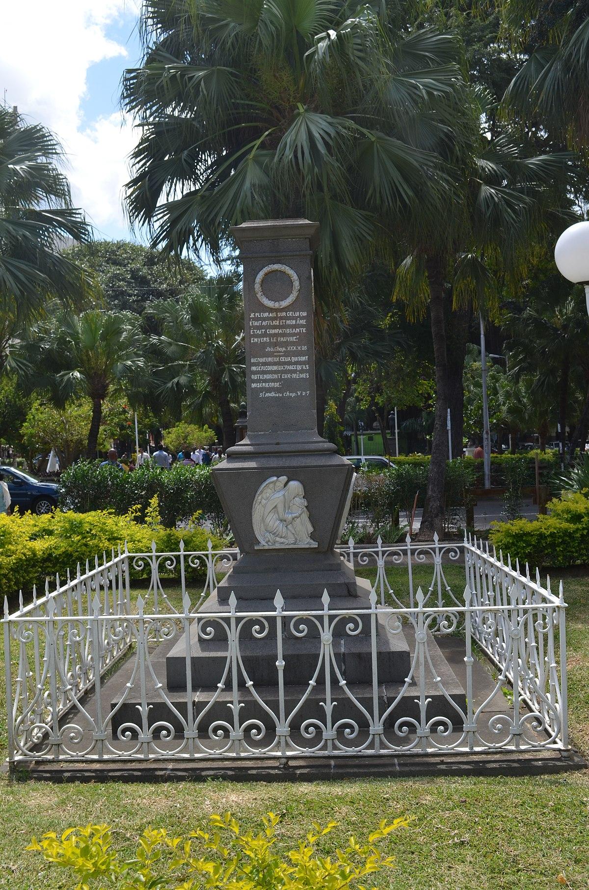 1200px Port Louis Jardin de la pagnie Monument in memory of Soeur Marie Barthélemy 3