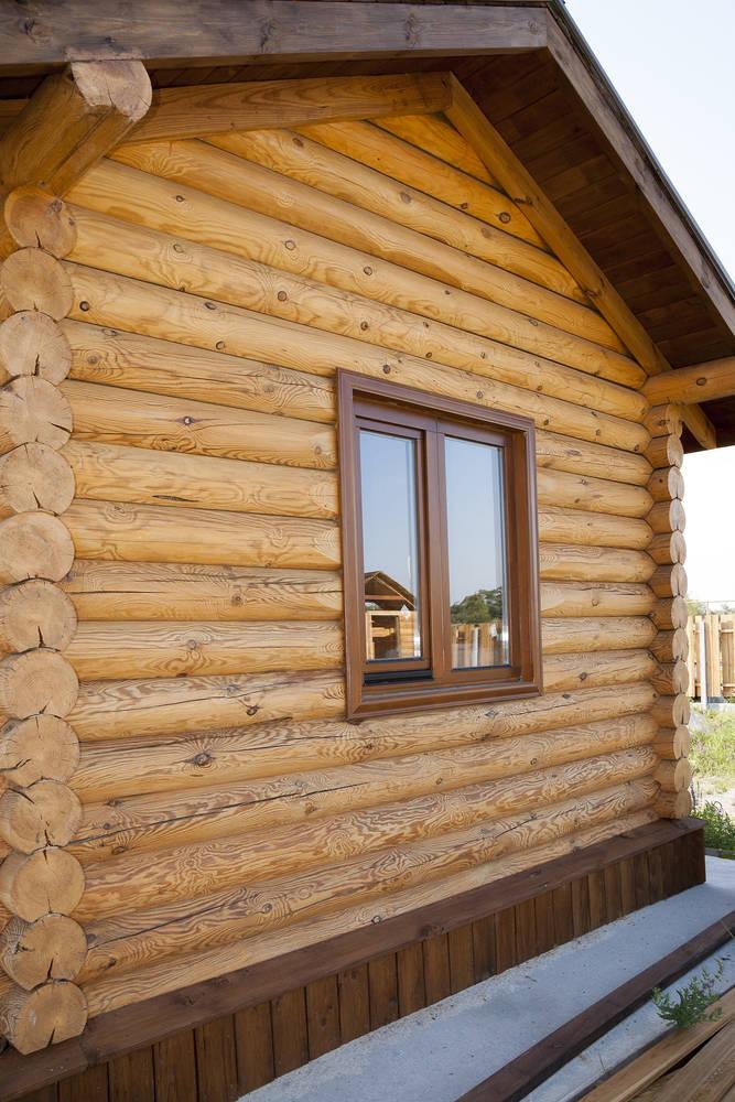 chalet en bois mence depuis les fondations1123