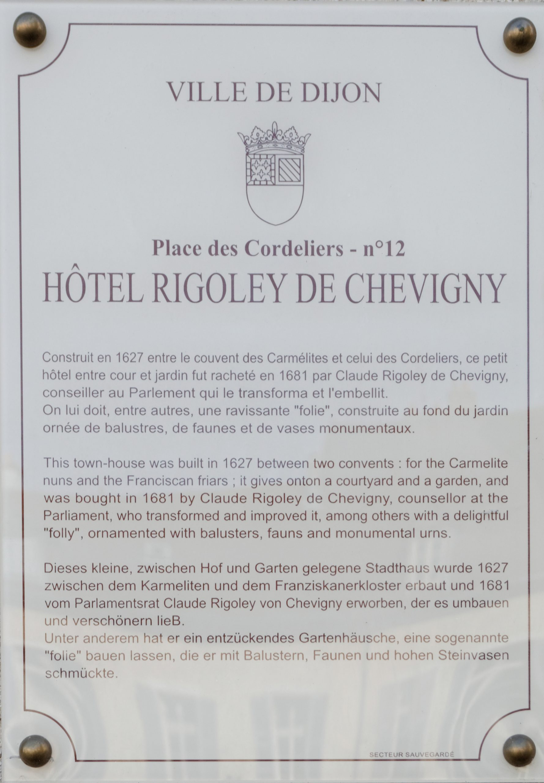 File Hotel Rigoley de Chevigny plaque explicative