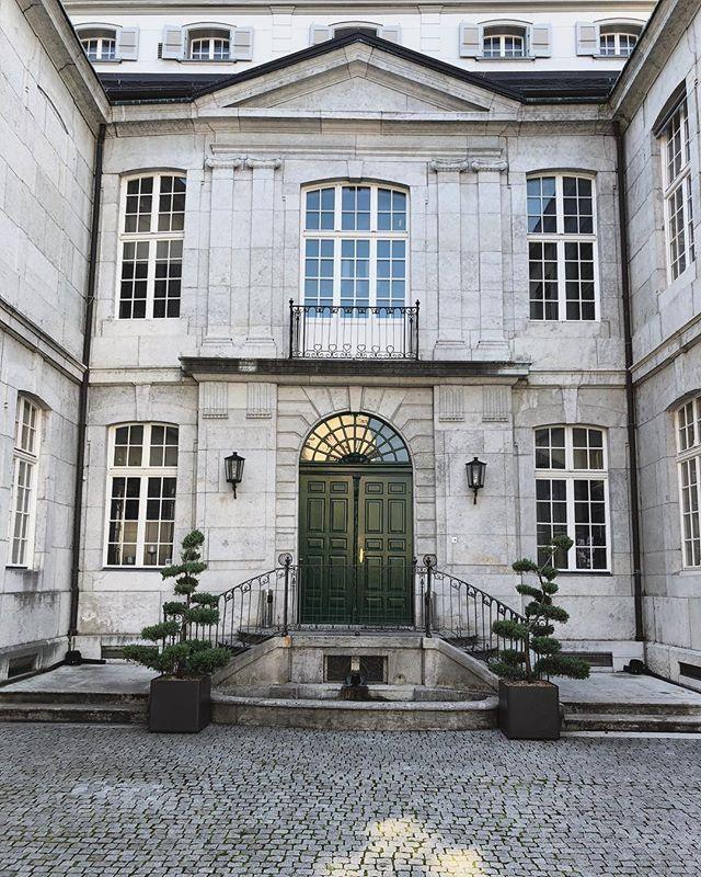 Entre Cours Et Jardin Nouveau the Entry to solothurns Splendid Palais Besenval the