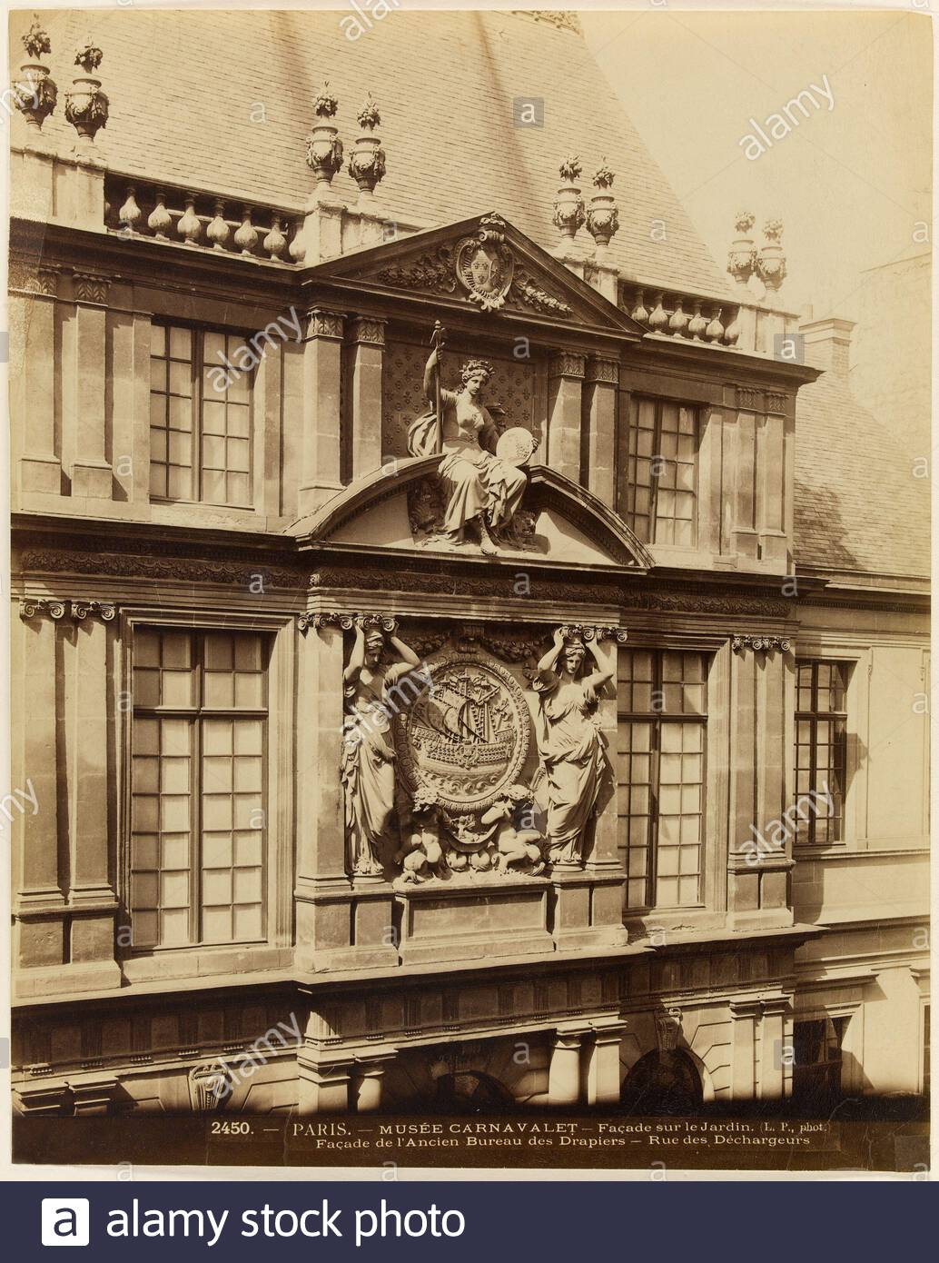 paris muse carnavalet front garden facade of the old office drapers street of unloaders carnavalet museum 3rd arrondissement paris front garden yard drapers from the old office drapers street of unloaders muse carnavalet paris iiime arr faade sur le jardin cour des drapiers provenant de lancien bureau des drapiers rue des dchargeurs photographie de louis pamard tirage sur papier albumin entre 1860 et 1890 paris muse carnavalet 2B8T3XE