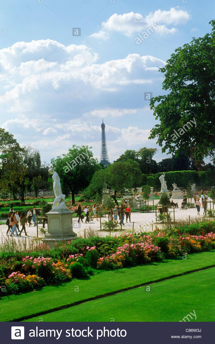 Jardin Du Louvre Élégant Flowers and Statues In the Jardin Des Tuileries Near Palais