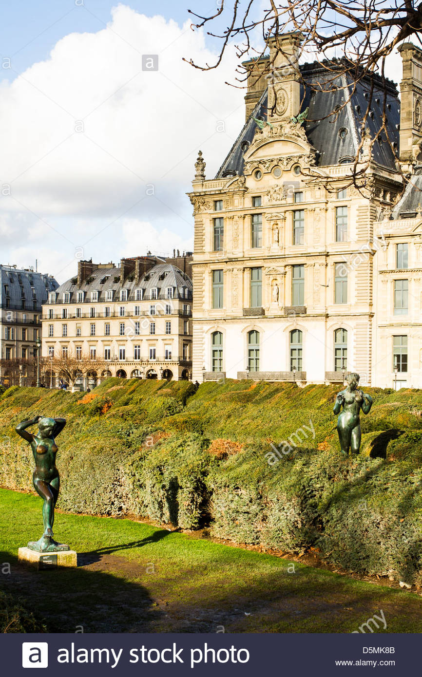 tuileries garden jardin des tuileries and partial view of louvre palace D5MK8B