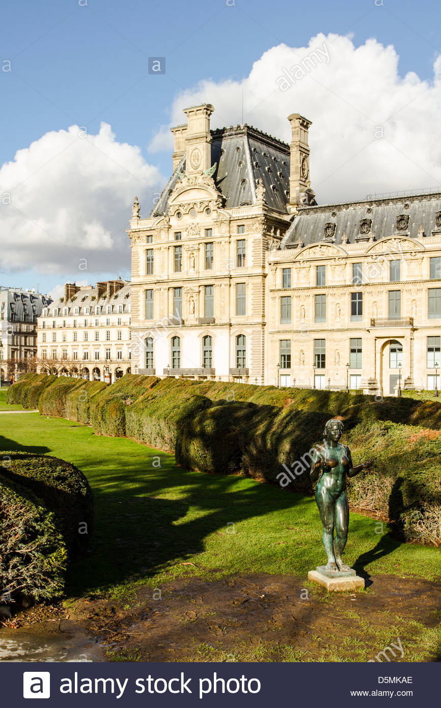 tuileries garden jardin des tuileries and partial view of louvre palace D5MKAE