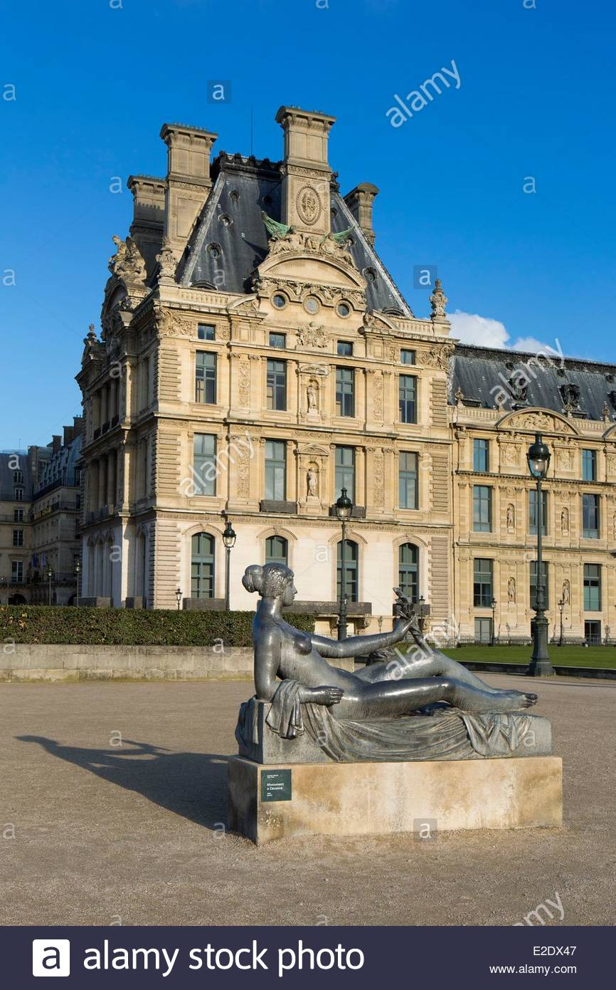 france paris lair sculpture by aristide mail in the jardin du carrousel E2DX47