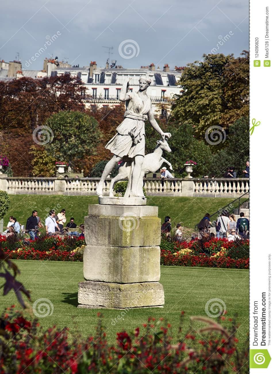 paris france sculptures luxembourg garden palace le jardin du luxembourg statue artemis paris parks sculpture